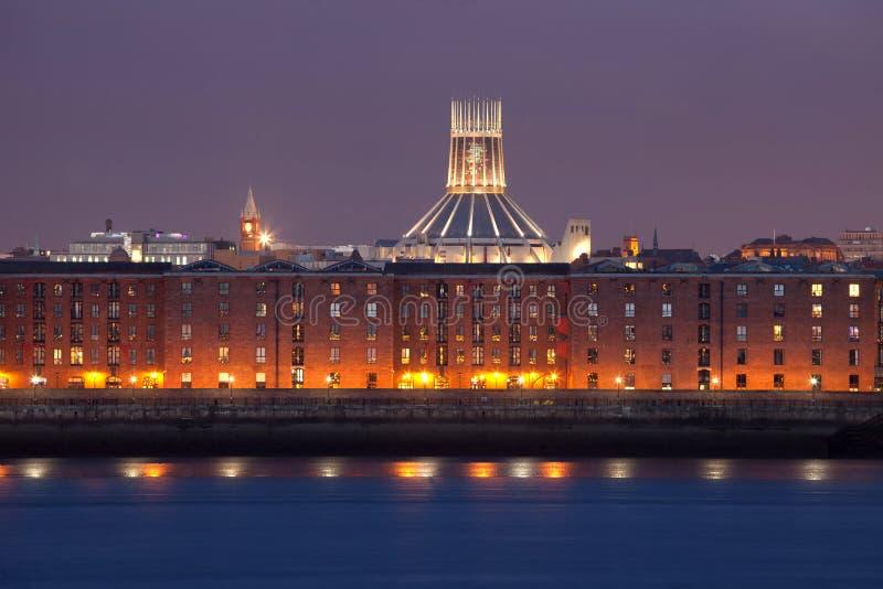 都市风景利物浦晚上 免版税库存照片