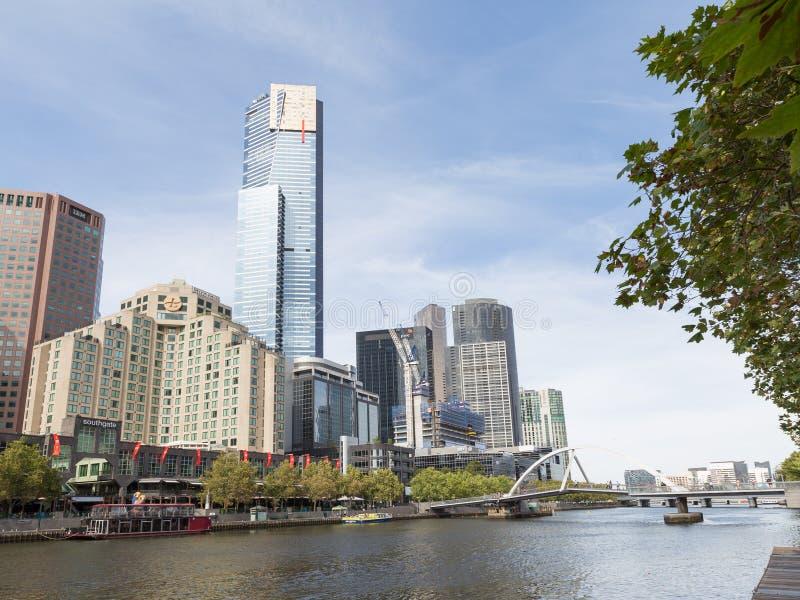 都市风景和桥梁在Yarru,墨尔本 免版税库存照片