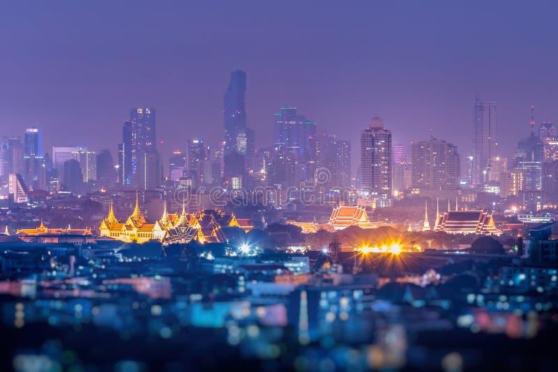 都市风景曼谷地平线,泰国 曼谷是游人大都会和喜爱活在现代大厦之间/摩天大楼, 库存照片