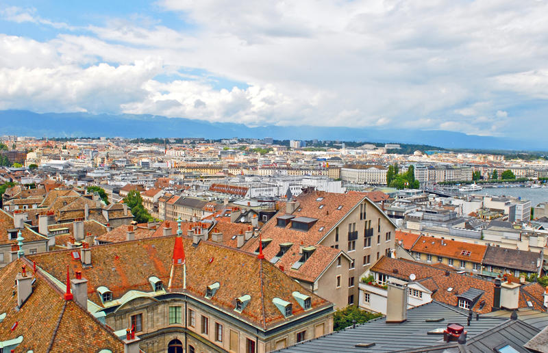 都市风景莱芒湖,瑞士视图和海岸线  免版税库存图片