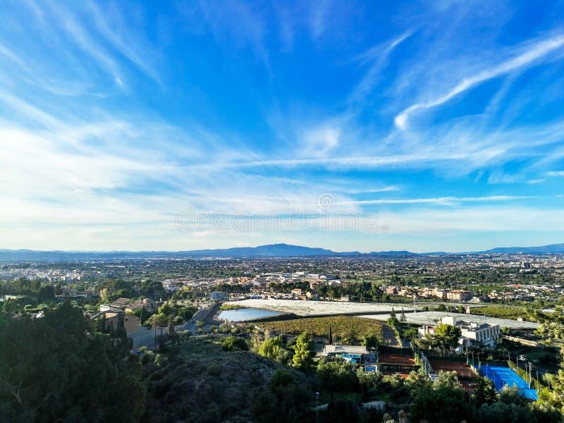 都市风景鸟瞰图从在山的一个观点观看了 库存图片