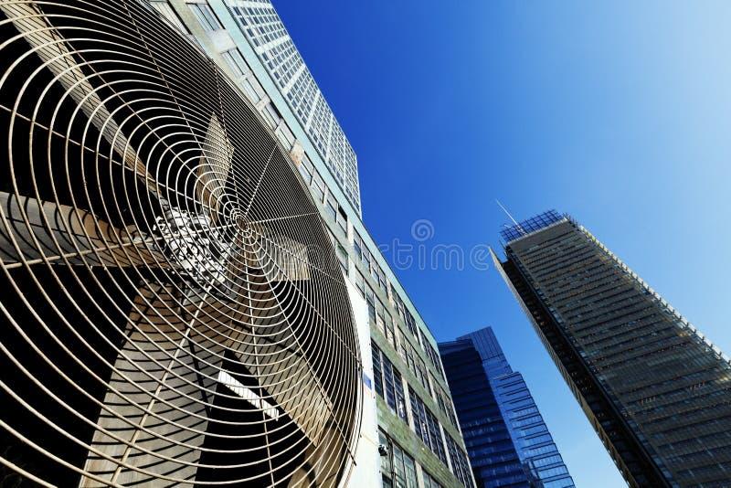 都市HVAC空气Contidioner室外单位曼哈顿纽约 库存图片