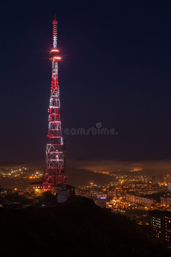 电视广播塔在晚上 图库摄影