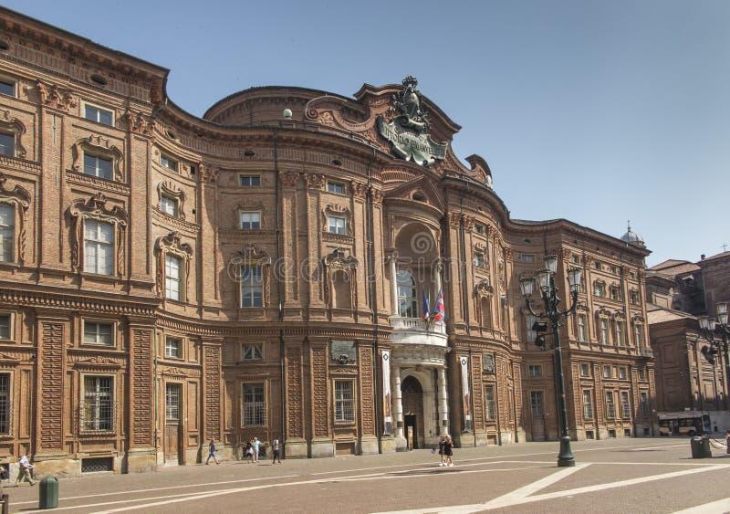 都灵,意大利,2019年6月27日:卡里尼亚诺宫殿的门面在都灵 库存图片