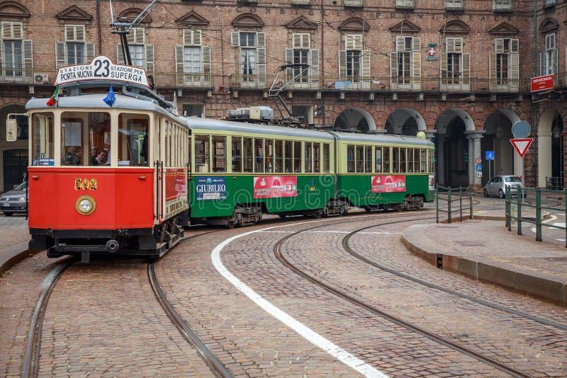 都灵,意大利- 2013年10月:在广场帝堡城的历史的电车在都灵-意大利 免版税库存照片