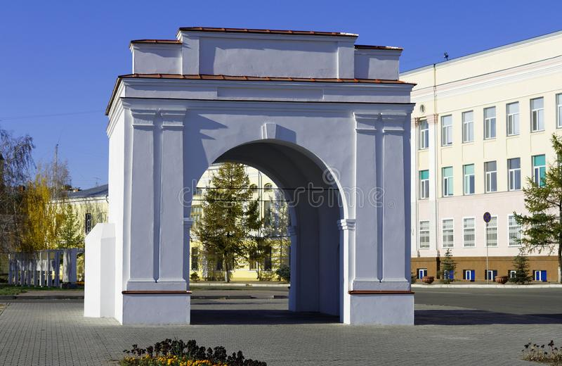 鄂木斯克恢复了鄂木斯克堡垒的门 库存照片