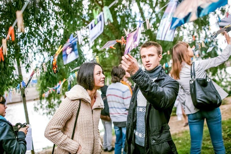 鄂木斯克,俄罗斯- 2014年5月21日:在街道上的节日摄影 库存图片