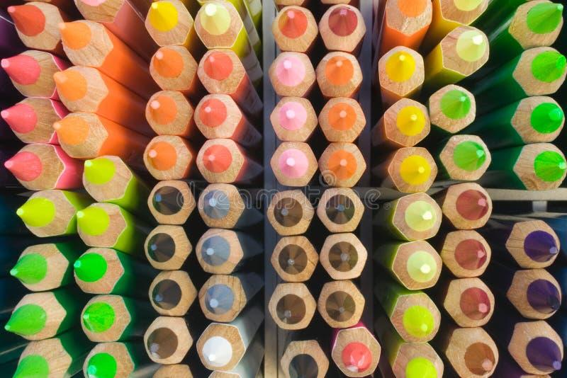 配件箱五颜六色的铅笔 免版税库存照片