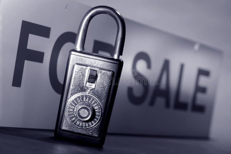 配件箱庄园锁定实际销售额符号 库存图片