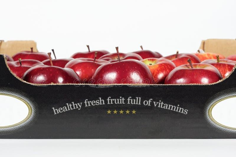 配件箱新鲜的红色苹果 库存图片