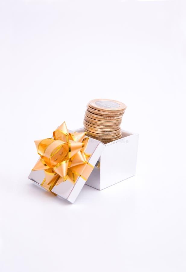 配件箱硬币礼品 免版税库存照片