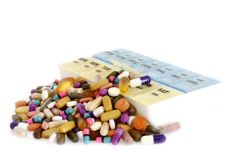 配件箱药物溢出的药片维生素 免版税库存照片