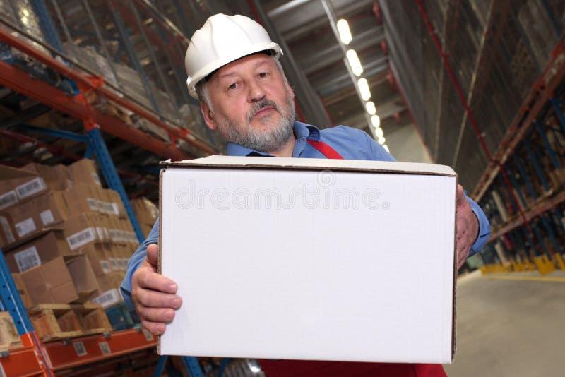 配件箱运载的工作者 免版税库存图片