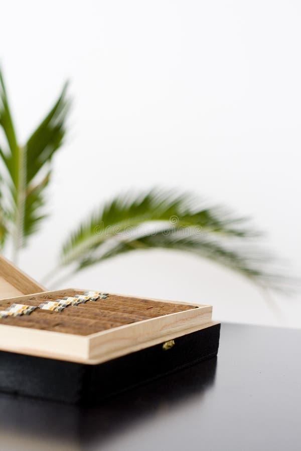 配件箱雪茄古巴人 免版税库存图片