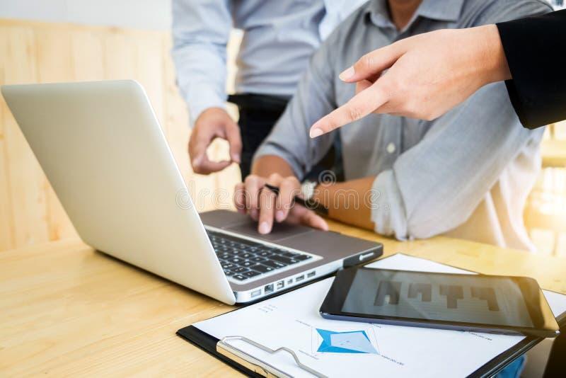 配合过程,见面对谈论的企业同事n 库存照片