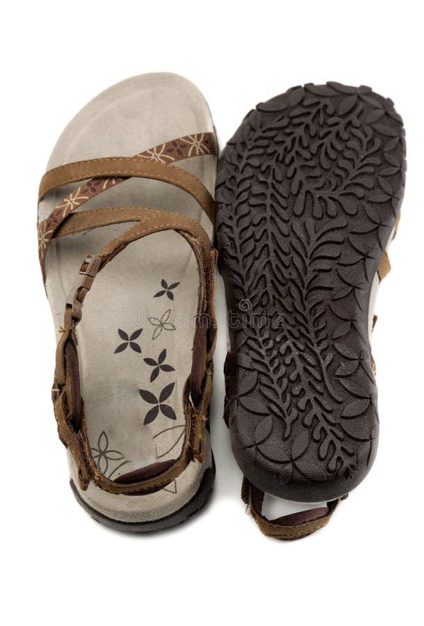 配对妇女凉鞋褐色 免版税库存照片