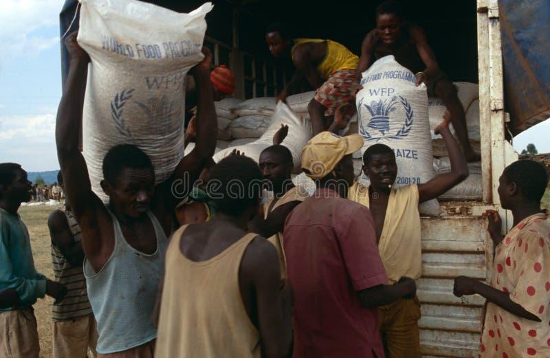 配电器的世界粮食方案用品在布隆迪。 库存照片