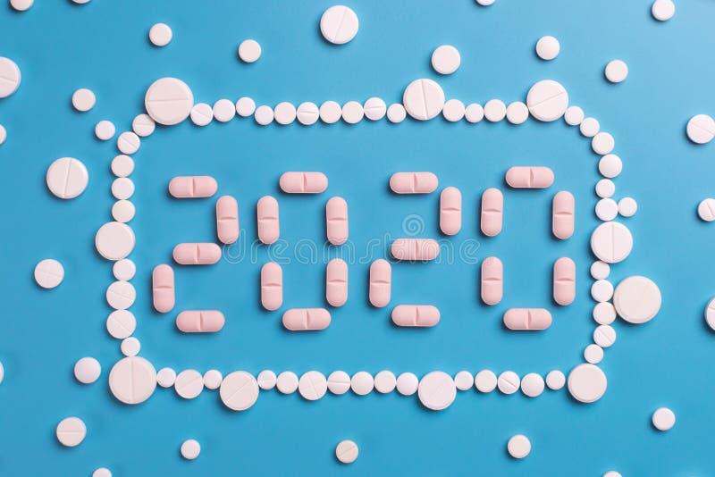 配药医学药片,在蓝色背景的片剂 库存图片