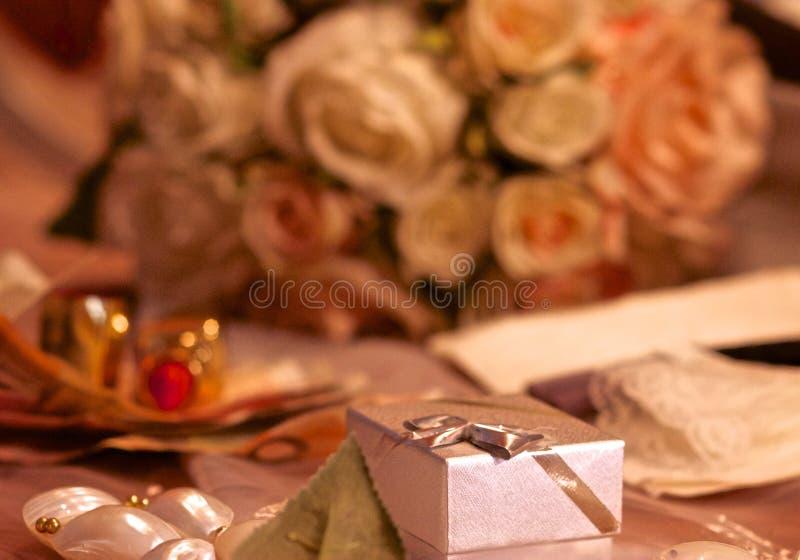 配件箱敲响婚礼 图库摄影