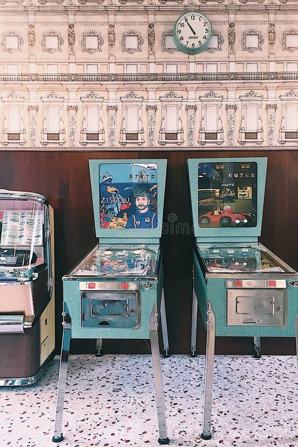 酒吧卢斯,普拉达基础,米兰 免版税库存照片