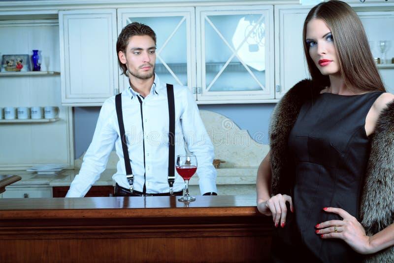 Download 酒吧招待 库存图片. 图片 包括有 女性, 当事人, 更加基本的, 休闲, 强壮男子, 魅力, 恋人, 豪华 - 22355519