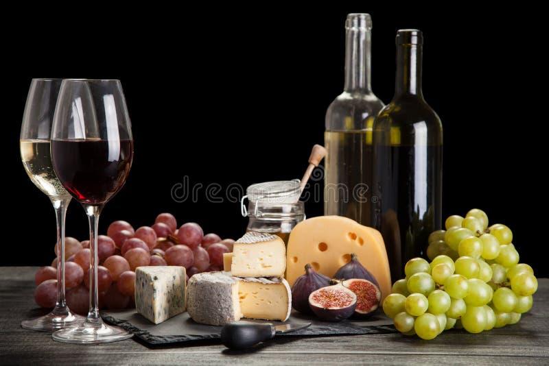 Download 酒和干酪 库存照片. 图片 包括有 软制乳酪, 酒精, 新鲜, 的协助, 会议室, 意大利语, 大理石, 法国 - 62535000
