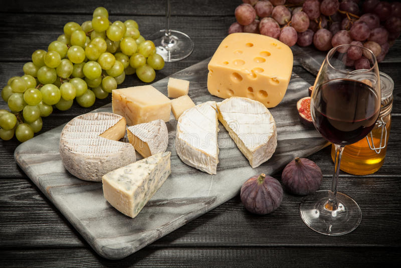 Download 酒和干酪 库存图片. 图片 包括有 法国, 新鲜, 意大利语, 不同, 片式, 正餐, 酒精, 异乎寻常 - 62535031