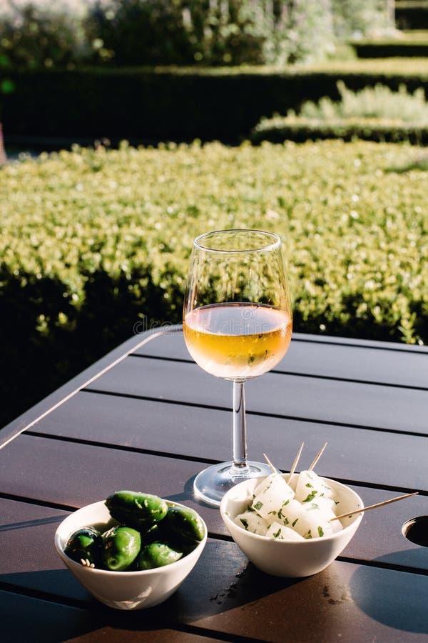 酒和开胃菜在阿姆斯特丹 库存照片