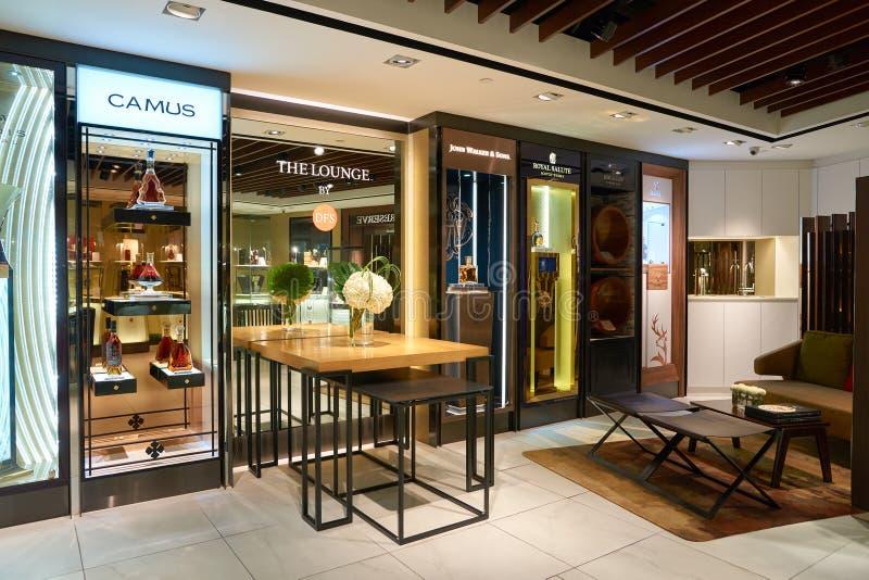 酒和精神新加坡樟宜机场的套楼公寓商店 免版税库存图片