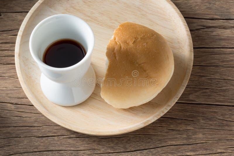 酒和面包 免版税库存图片