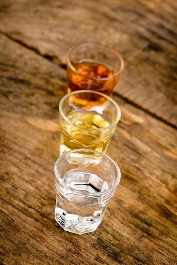 Download 酒客 库存照片. 图片 包括有 干净, 冷静, 典雅, 兰姆酒, 特写镜头, 射击, 仍然, 对象, 黑暗 - 30333032