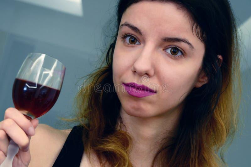 酒欢欣 库存照片