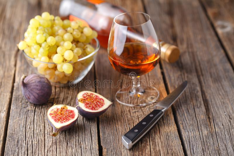 酒精和一顿快餐从果子 免版税库存图片