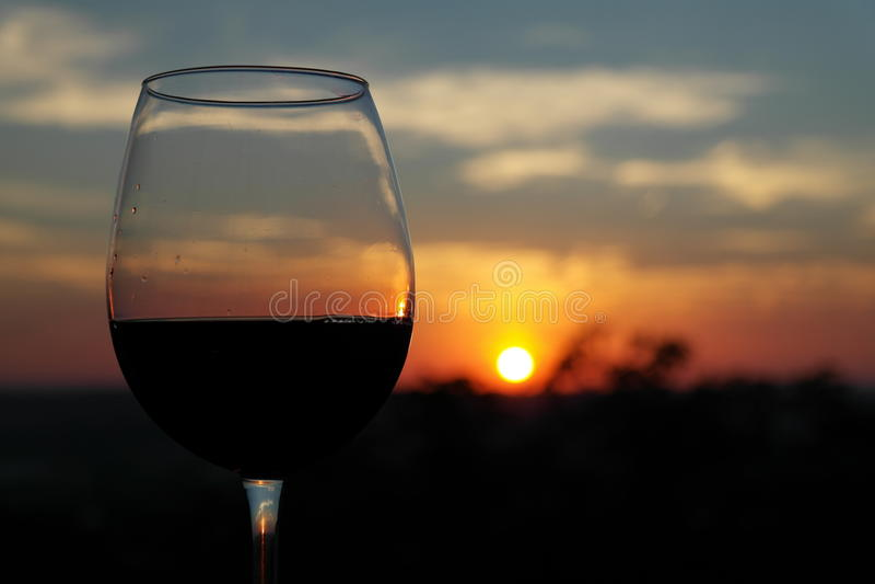 酒精棒玻璃红葡萄酒 图库摄影