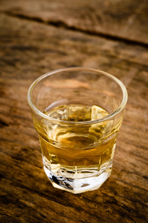 Download 酒精饮料 库存图片. 图片 包括有 兰姆酒, 关闭, 仍然, 传统, 没人, 雪利酒, alcoholisms - 30333107