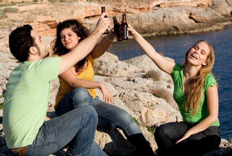 酒精饮用的组青年时期 免版税图库摄影