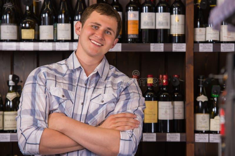 酒选择的确信的人 免版税库存照片