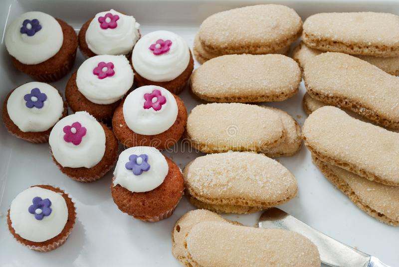 酥皮点心儿童的党细节、蛋糕欢欣和快餐,在儿童的党的甜点心 图库摄影
