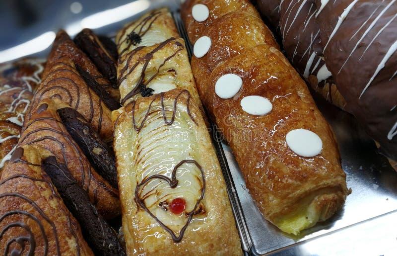 酥皮点心在蛋糕商店 免版税库存照片