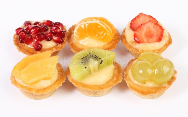 酥皮点心果子馅饼用在白色隔绝的新鲜水果 图库摄影