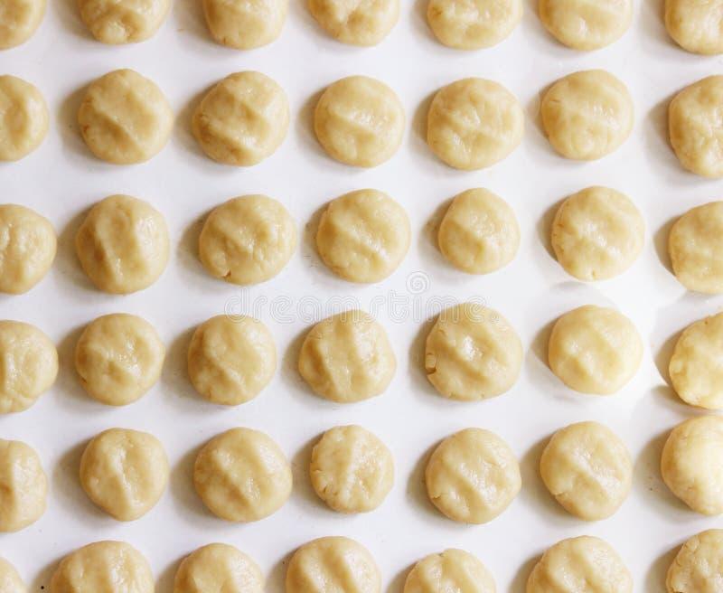 酥皮糕点酥皮点心球准备自创脆饼的 免版税图库摄影