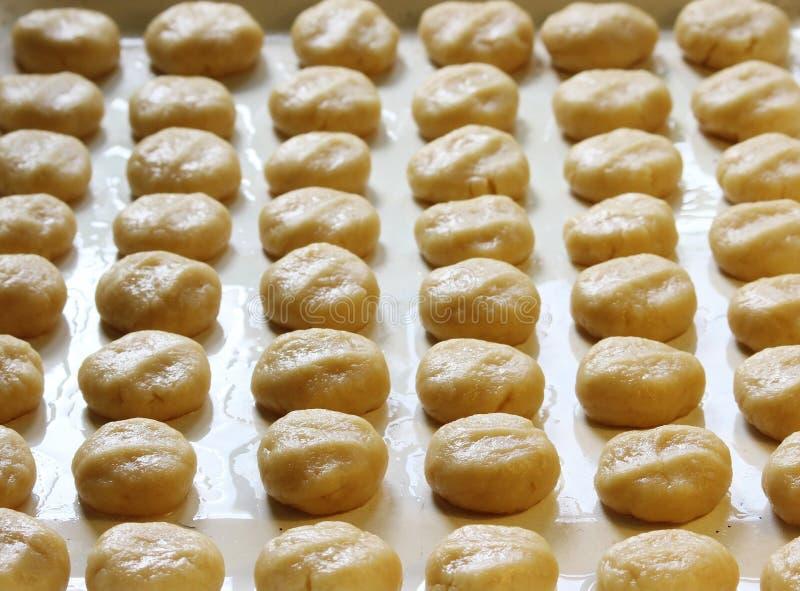 酥皮糕点酥皮点心球准备自创脆饼的 图库摄影