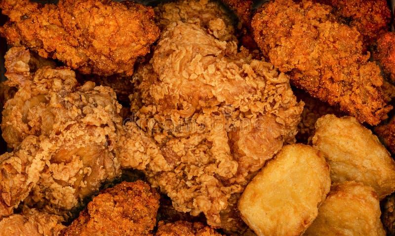 酥脆炸鸡和nuggests 便当背景 辣暴躁 库存图片