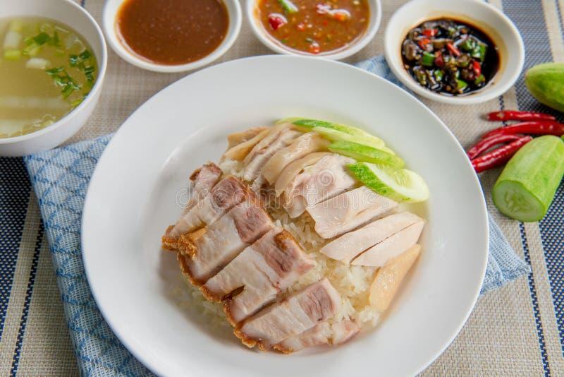 酥脆猪肉用Hainanese鸡米 免版税库存照片
