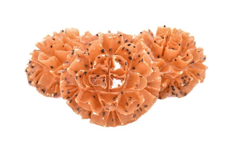 酥脆莲花开花曲奇饼,泰国曲奇饼,在白色后面的孤立 库存照片