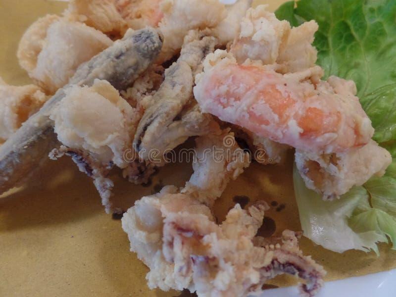 酥脆被油炸的混杂的海鲜 库存照片