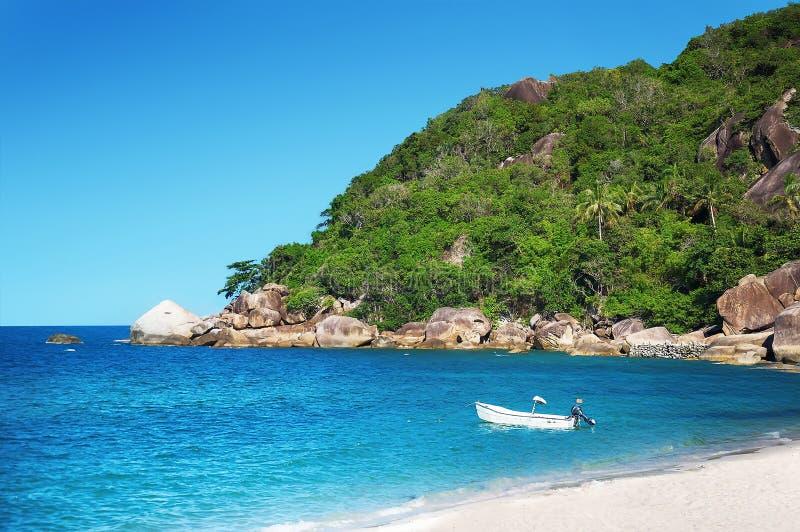 酸值与白色沙子的苏梅岛海滩 库存图片