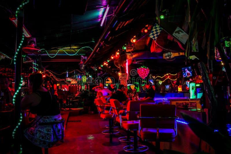 酸值苏梅岛,泰国2013年4月2日街道夜生活 免版税库存照片