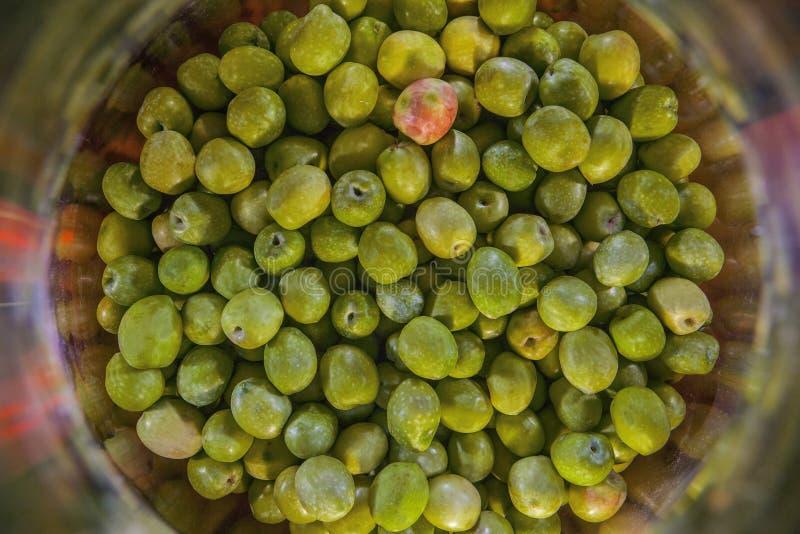 酸坛用橄榄 免版税库存照片