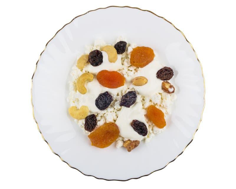 酸奶干酪,酸性稀奶油,干果子,在白色隔绝的坚果 库存照片